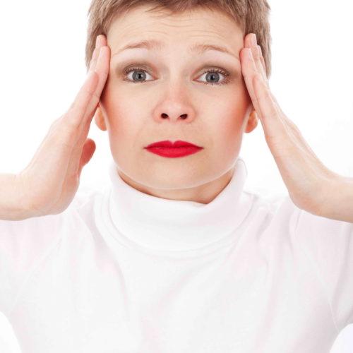 Durerea intensă ce se extinde în zona capului, gâtului și urechii